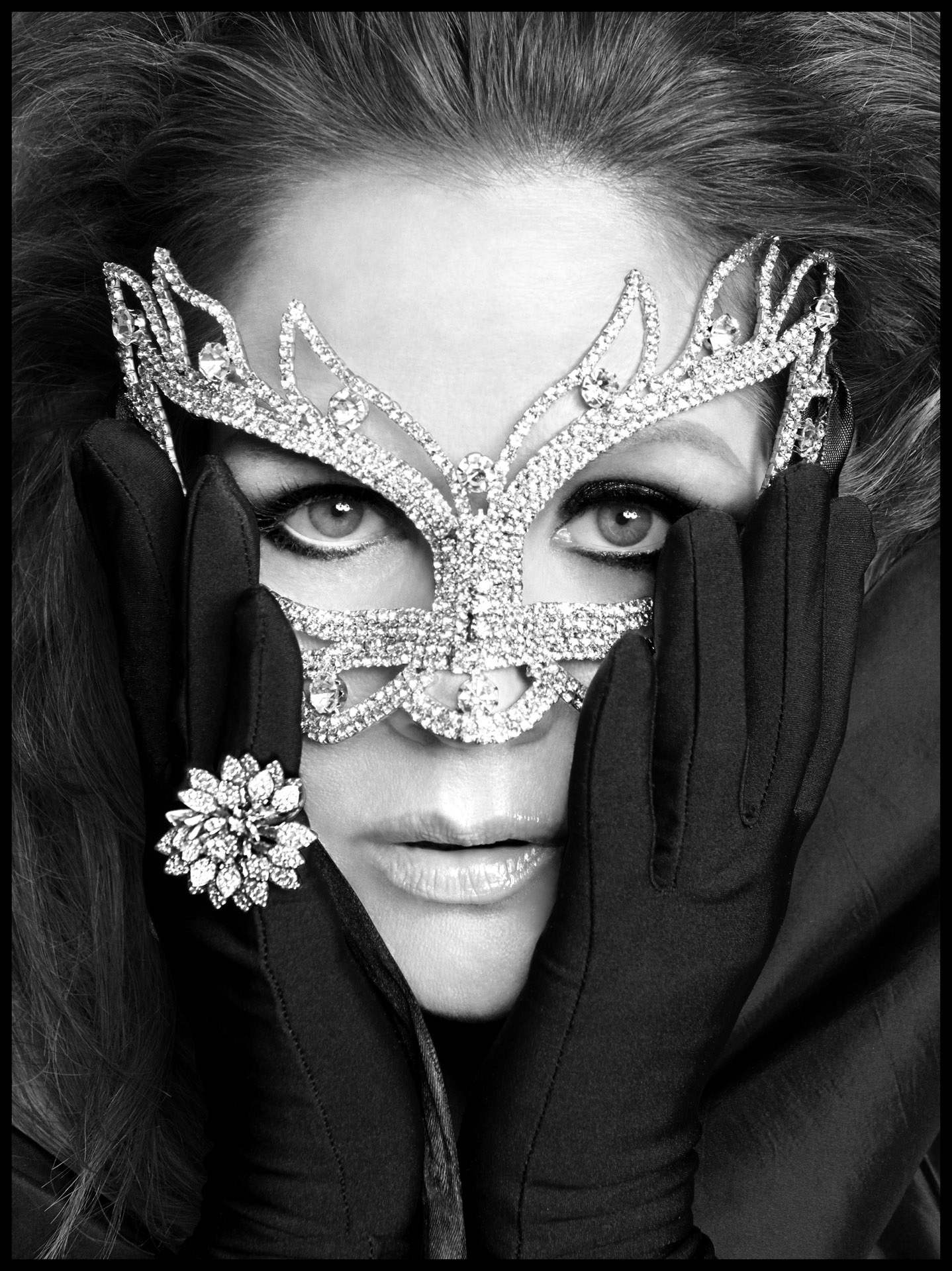 Mask ALEXIS BITTAR / Ring ANN ZIFF for TAMSEN Z / Gloves LACRASIA