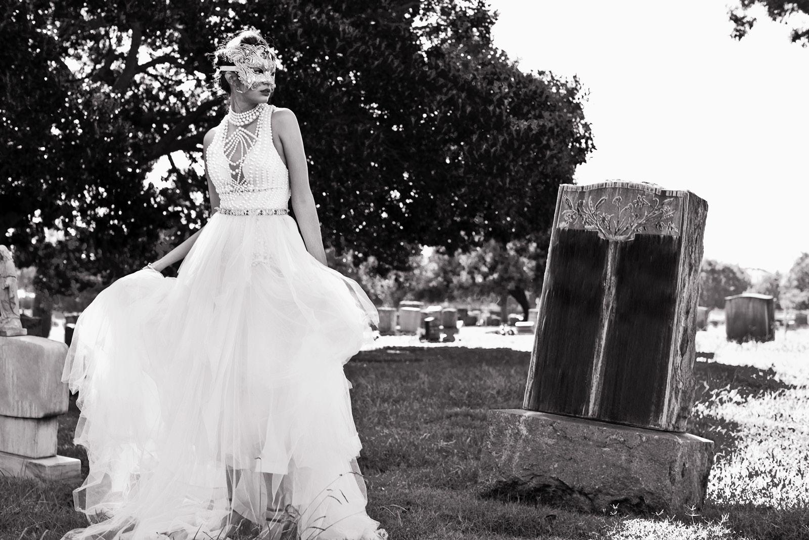 Gown GEMY  MAALOUF / Skirt MAC DUGGAL / Mask EKATERINA KUKHAREVA / Bracelette CHARLES ALBERT / Shoes ALEPEL