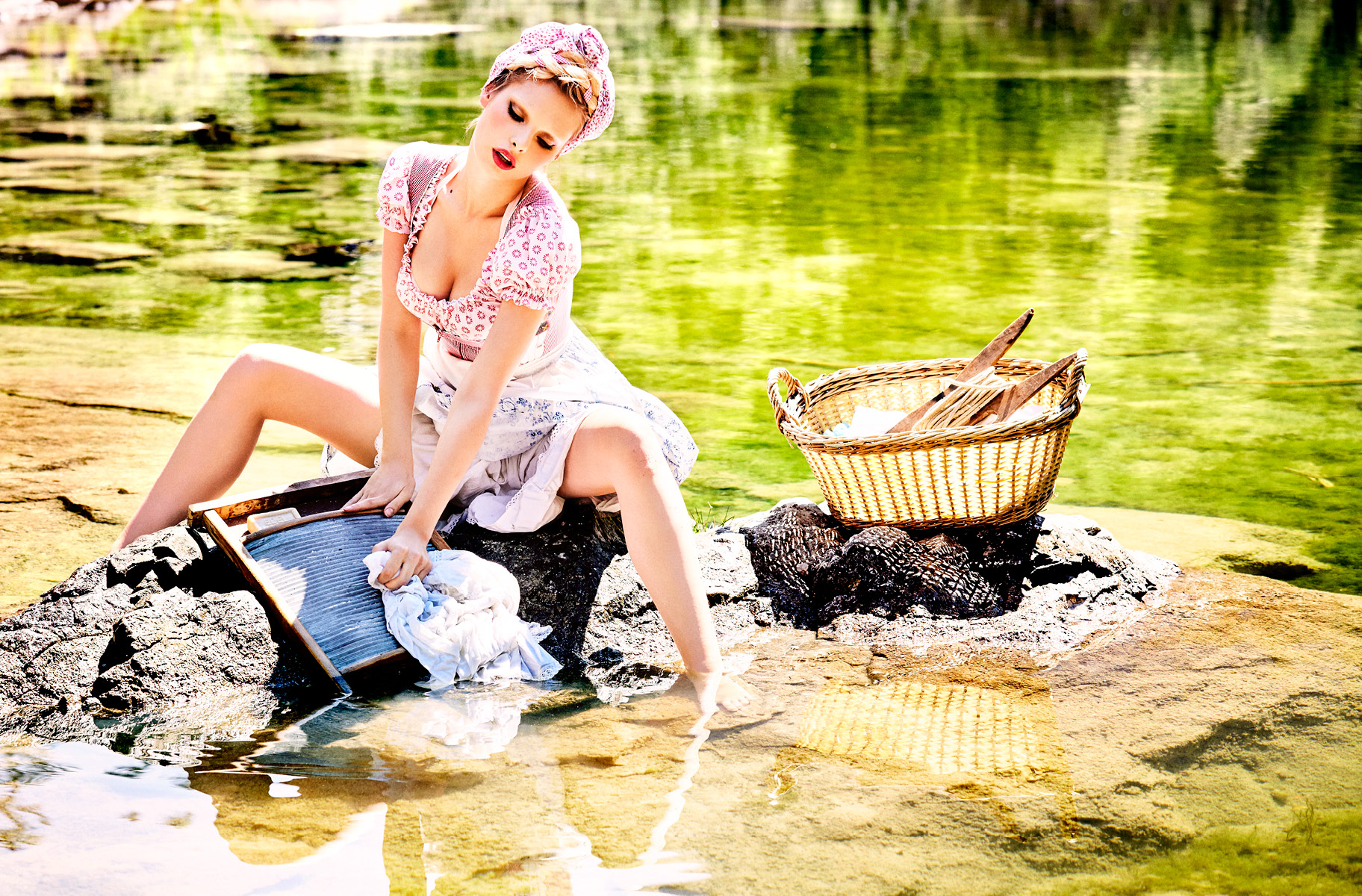 Spirit-&-Flesh-Magazine_Heimat_by-Ellen-von-Unwerth_10