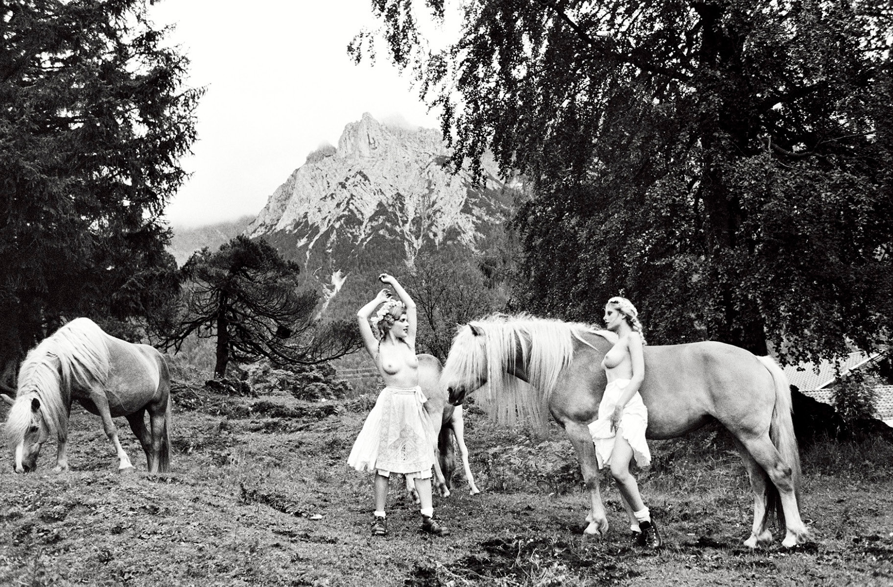 Spirit-&-Flesh-Magazine_Heimat_by-Ellen-von-Unwerth_12