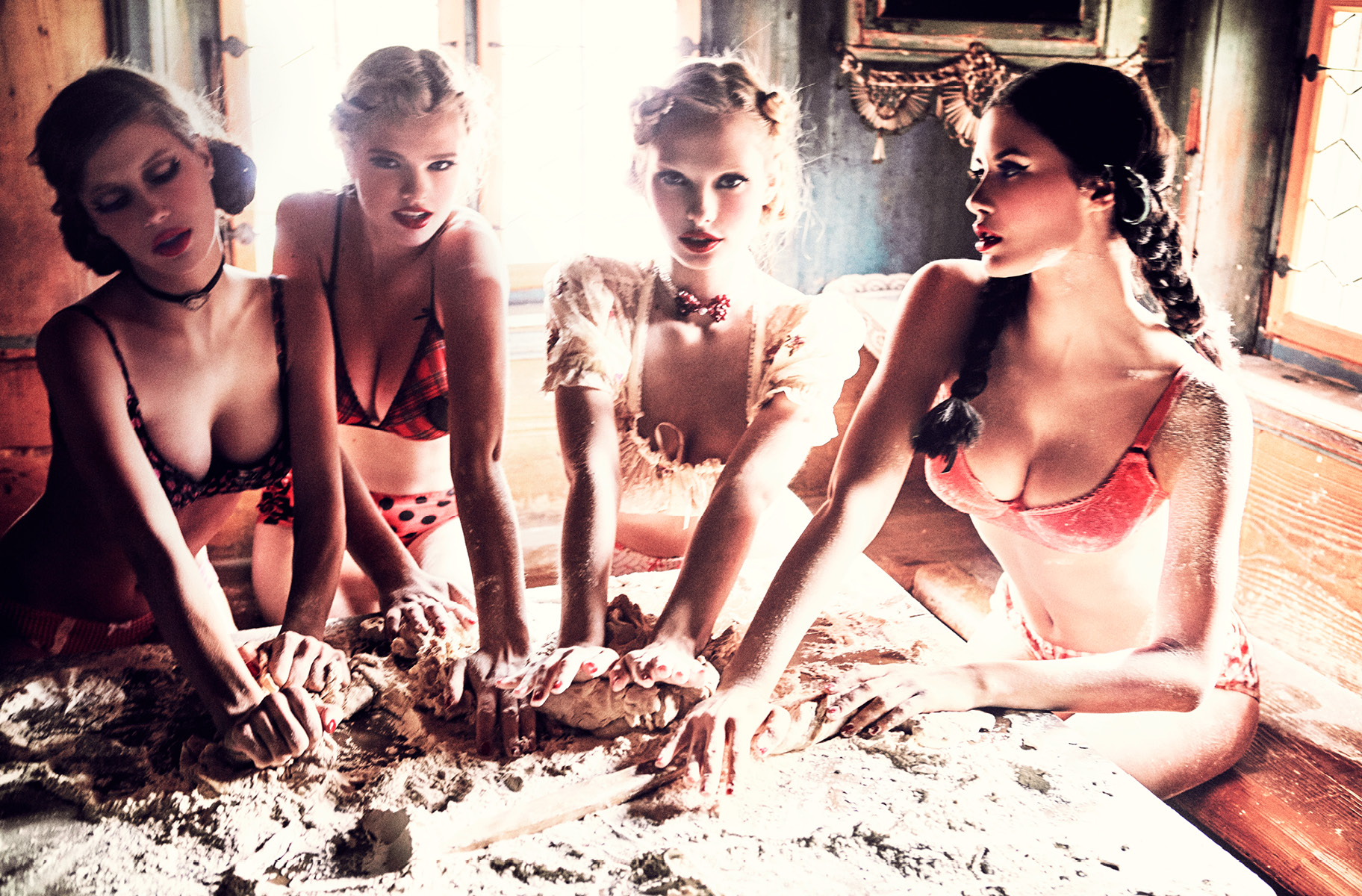 Spirit-&-Flesh-Magazine_Heimat_by-Ellen-von-Unwerth_14