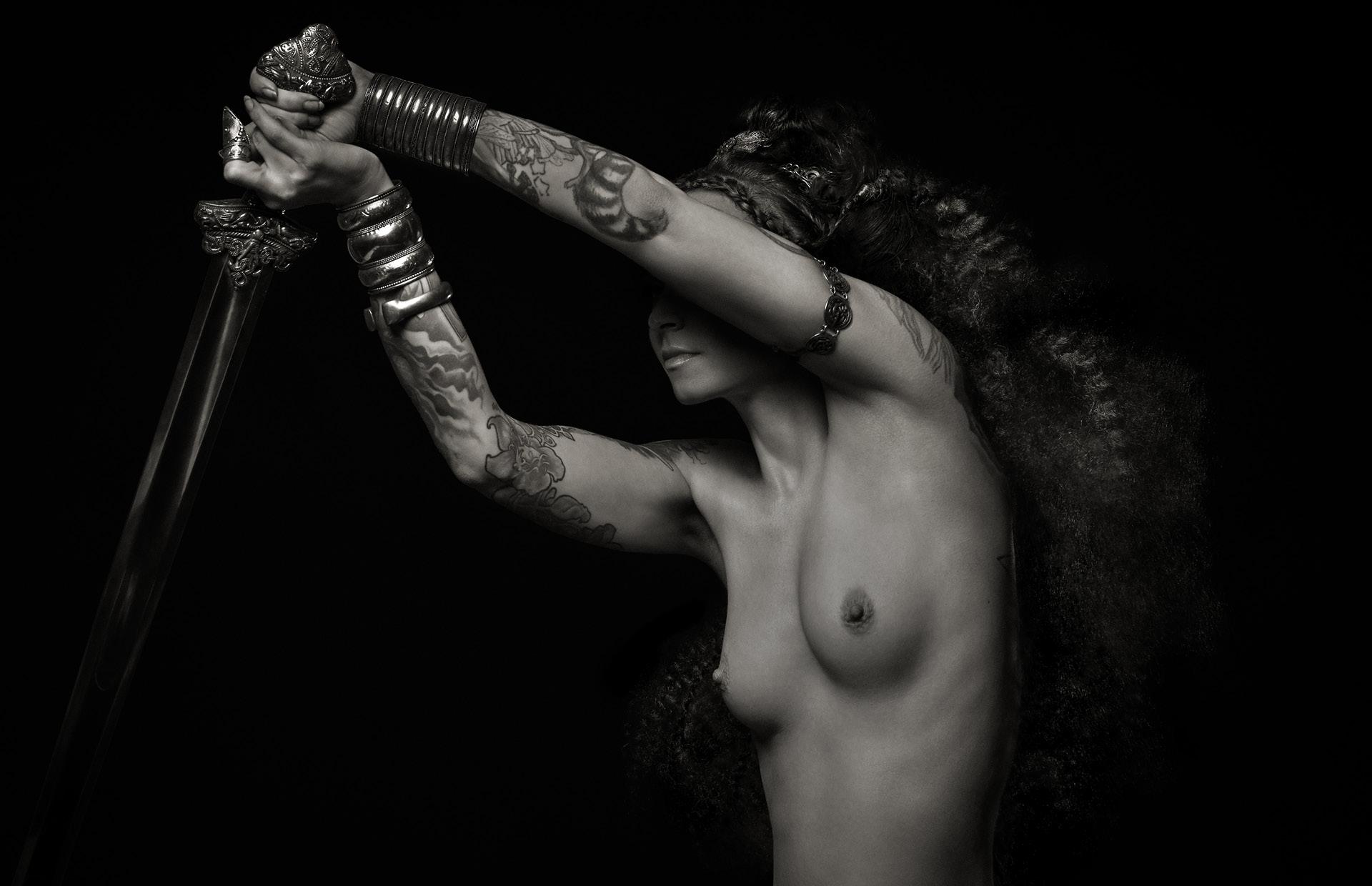 Spirit-&-Flesh-Magazine_Valkyrie-Ink_by-Reka-Nyari_2